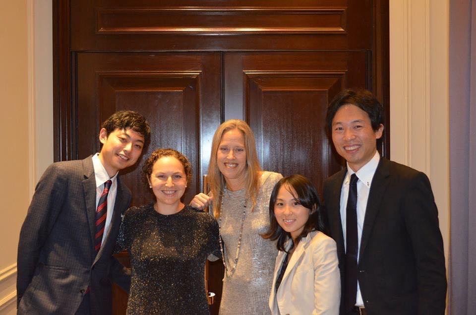 Teach For America創設者のウェンディ・コップとTeach For Japan創設者の松田さんと