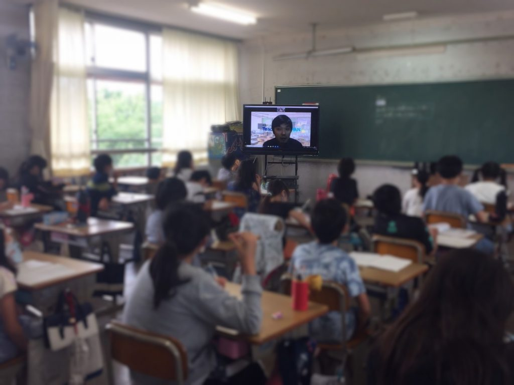 CEO中原が小学校で授業に参加する様子
